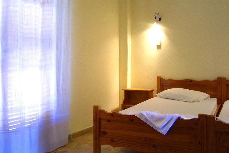 Bett und Balkontür